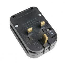 Adam Hall Connectors KSCP 3 - Spina inverter Schuko/UK nera 13 A